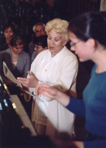 Prof. Halina Czerny-Stefanska during the classes with Natalia Wandoch in August 1999.