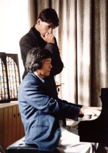 Prof. Lee Kum-Sing during the classes with Wojciech Waleczek in August 1998.