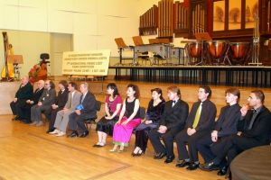 Jury, Representatives of Wroclaw Municipalities and the Lower Silesia Office,   Chairman of the Board of STOART, laureates and semi-finalists of the competition.    Wroclaw Philharmonic Hall, 1 October 2005. Photo by M. Szwed.
